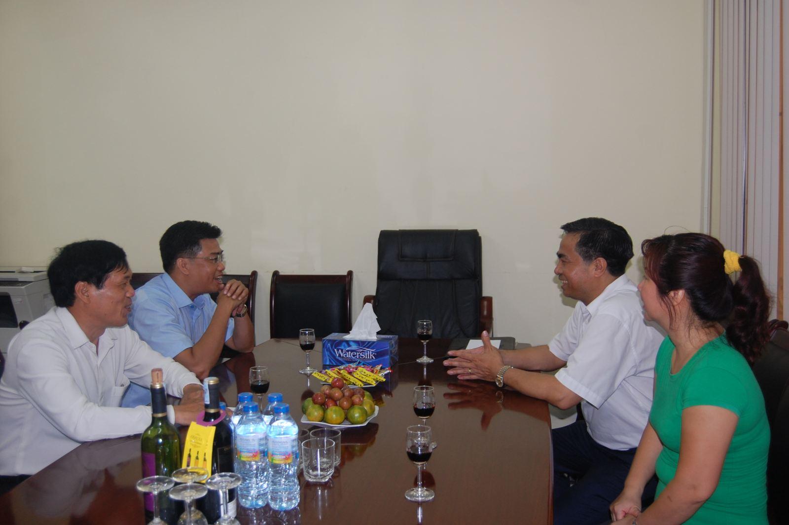(Đồng chí Lê Đức Thính đến thăm và chúc mừng ngày Báo chí Việt Nam tại Thời báo Tài chính)